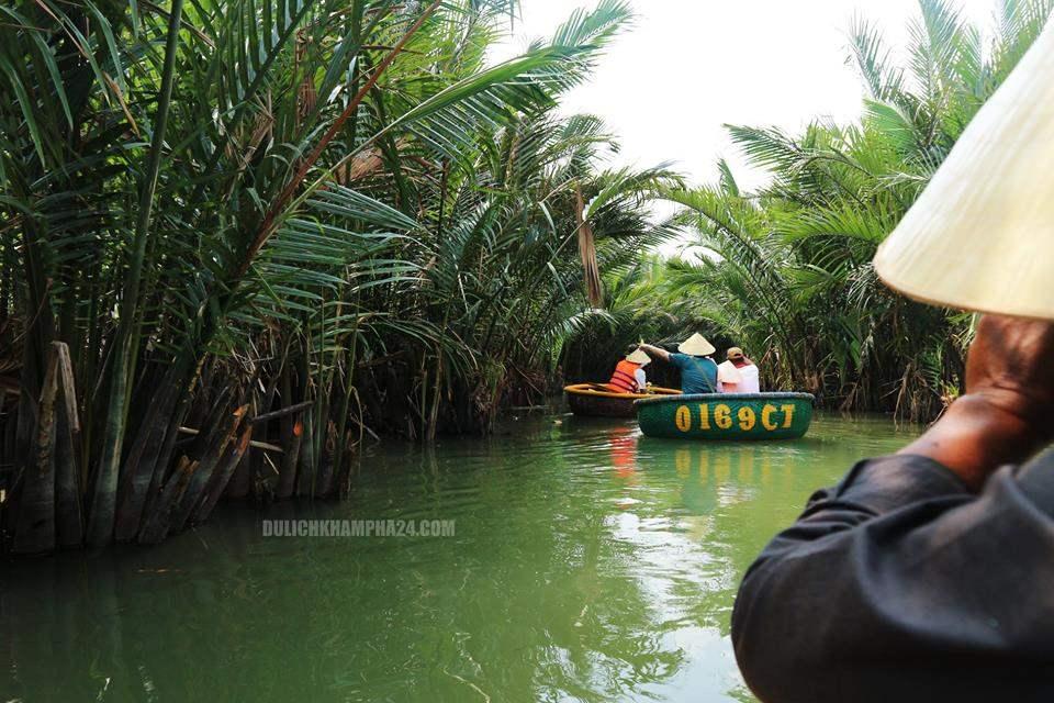 Con đường nhỏ giữa rừng dừa bảy mẫu Hội An