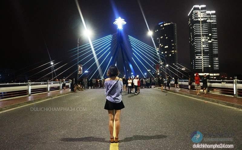 Du lịch Đà Nẵng khám phá cầu quay sông Hàn