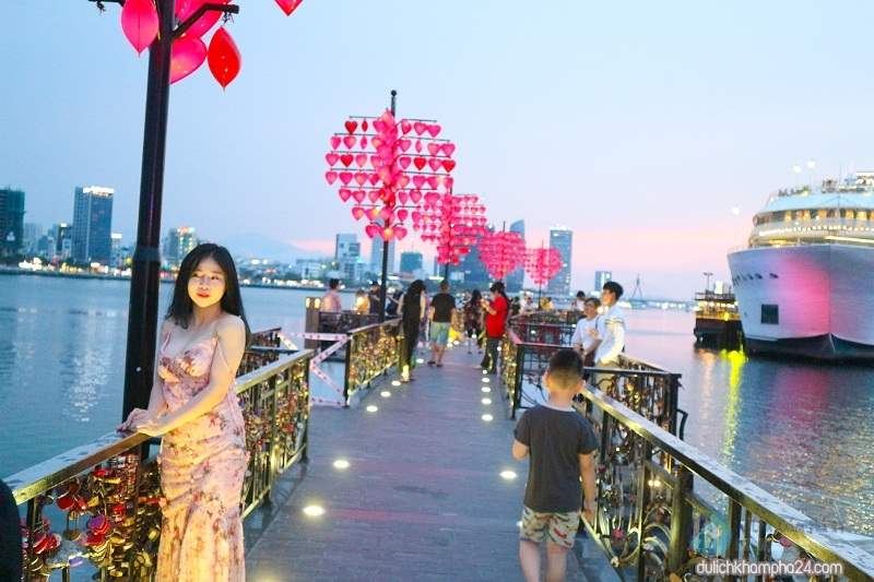 Cầu tình yêu rất phù hợp cho những đôi uyên ương đi du lịch Đà Nẵng