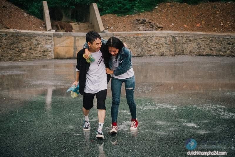 Nhiều bạn trẻ chọn đi du lịch Đà Nẵng mùa mưa để tiết kiệm chi phí ( Ảnh review Đà Nẵng )