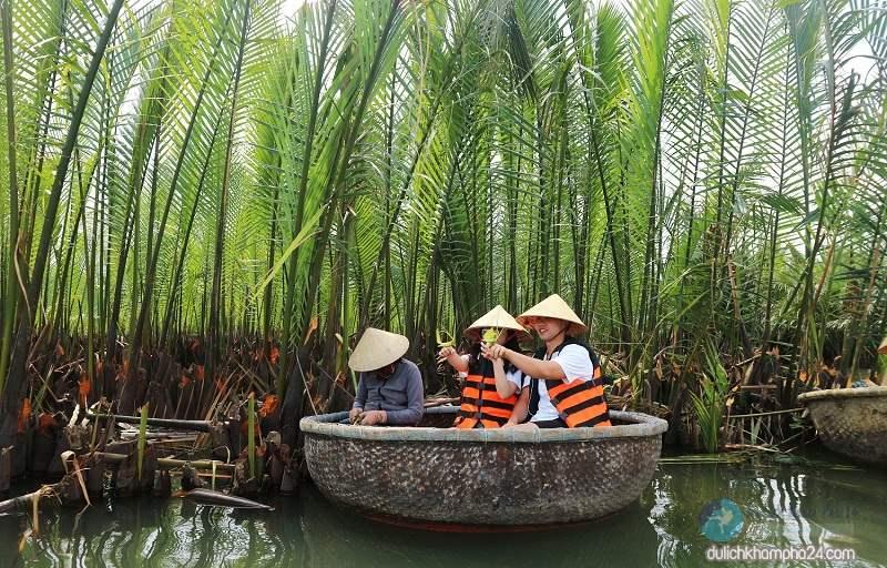 Đi thúng chai tham quan rừng dừa
